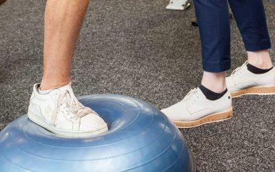Enkelpijn, voetpijn, enkeloefeningen, blessure, pijnlijke voet, oefeningen, versterken spieren, versterken banden, versterken gewrichten, fysiotherapie grave, fysiotherapie Boxmeer